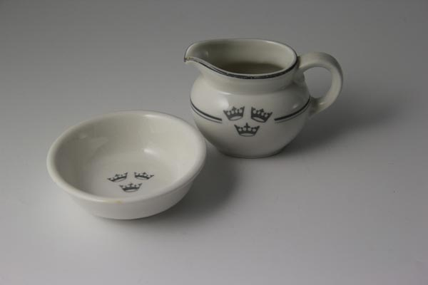 Porcelain creamer and sugar bowl