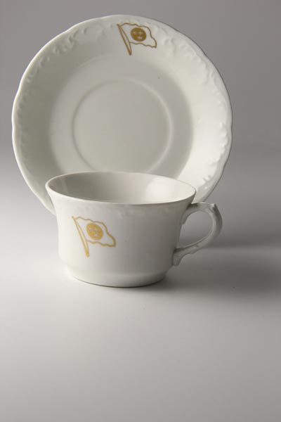 Porcelain coffee cup with plate (2)