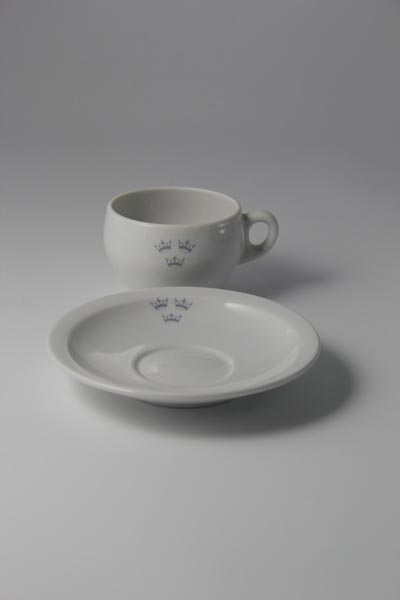 Porcelain coffee cup with plate (1)